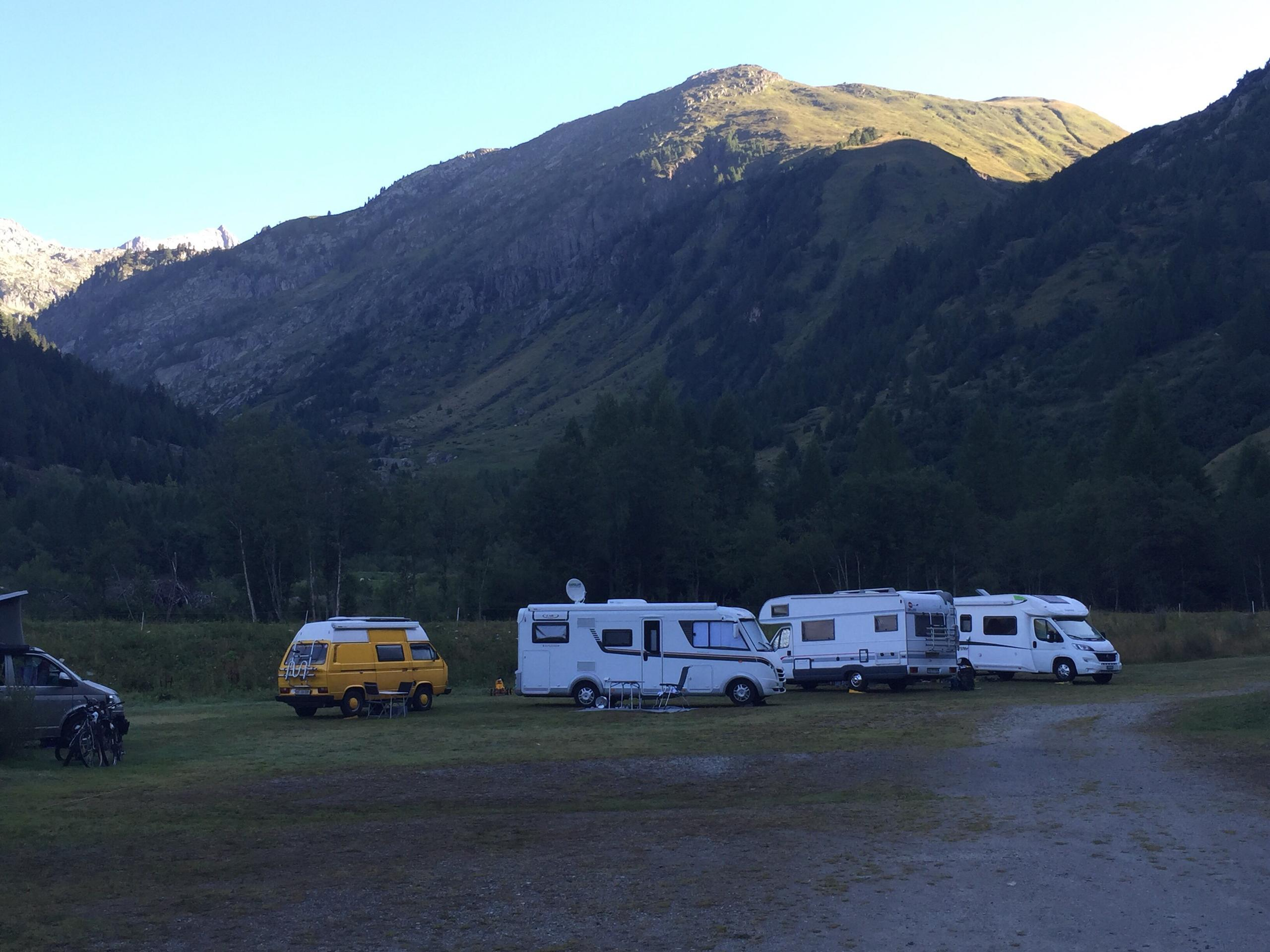 Forest Lodge & Camping